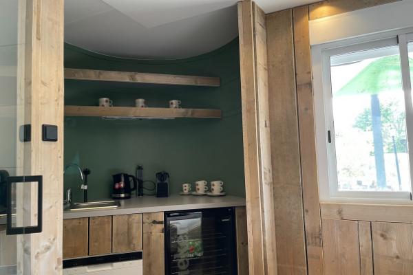 Home - keuken - Sixpack Overnachting